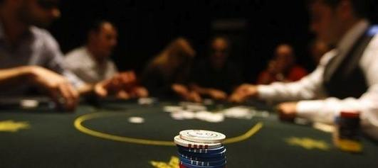 Jouer au poker à Paris