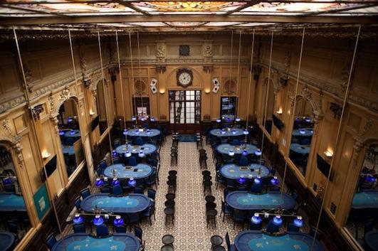 Tables de poker au Cercle Clichy-Montmartre